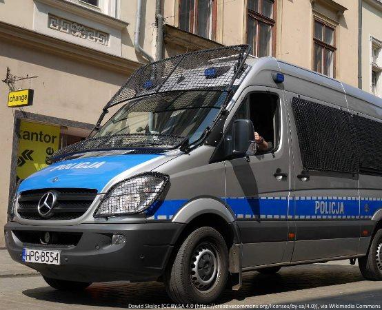 Policja Ostrołęka: Zderzenie osobówki z motocyklistą – prosimy o ostrożność