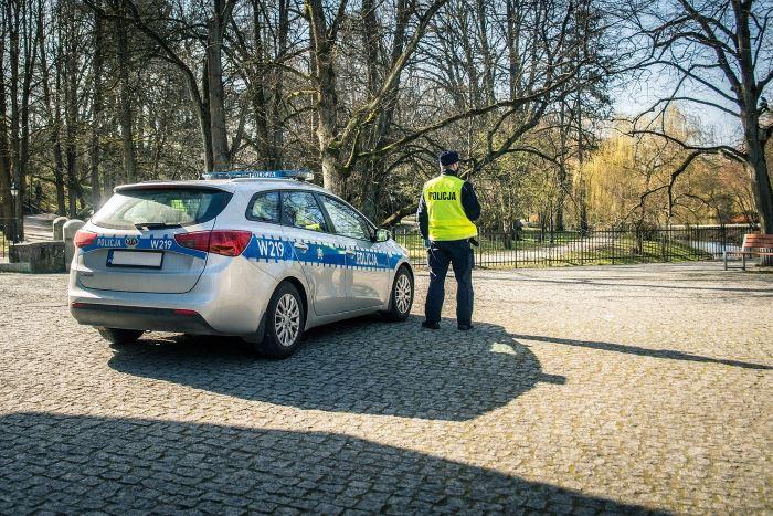 Policja Ostrołęka: Dzięki profesjonalnym działaniom ostrołęckich policjantów mieszkańcy odzyskali dwa skradzione drogie rowery - podejrzany o ich kradzież został zatrzymany