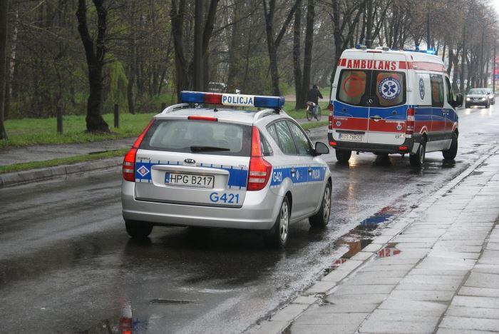 Policja Ostrołęka: Chciała wyskoczyć z trzeciego piętra - uratowali ją policjanci
